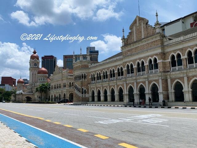 Sultan Abdul Samad Building(スルタン・アブドゥル・サマド・ビル)と拡張工事で作られたThe General Post Officeがあった建物
