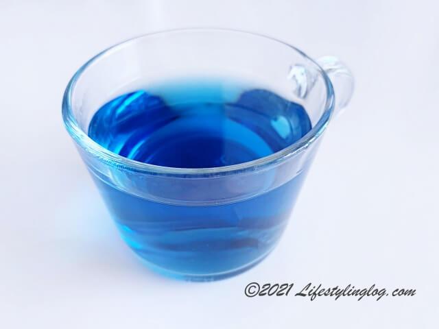 バタフライピー(蝶豆)で作った青いお茶