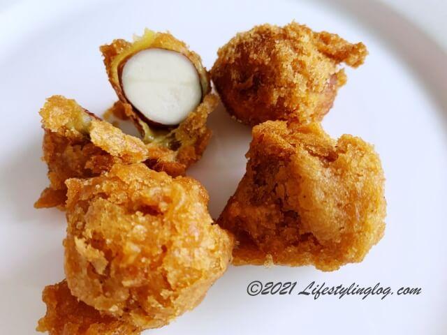 種まで食べることができるコパラミツを揚げたcempedak goreng(チェンパダ ゴレン)