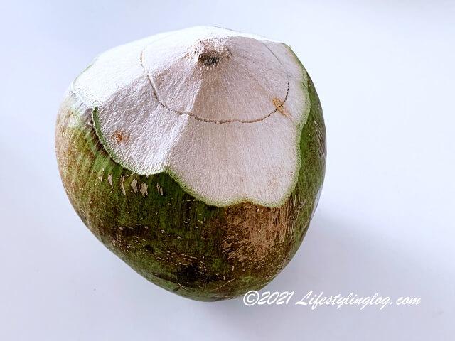 生のココナッツ(未成熟のココヤシの実)