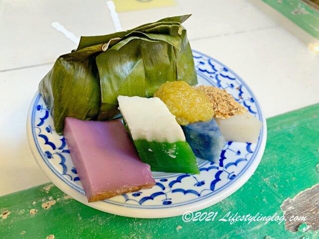 バタフライピー(チョウマメ)が色づけに使われているマレーシアの伝統菓子(クエ)