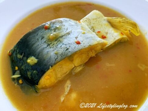 ドリアンを発酵させたペーストのTempoyak(テンポヤ/タンポヤ)を使った魚料理のIkan Patin Masak Tempoyak
